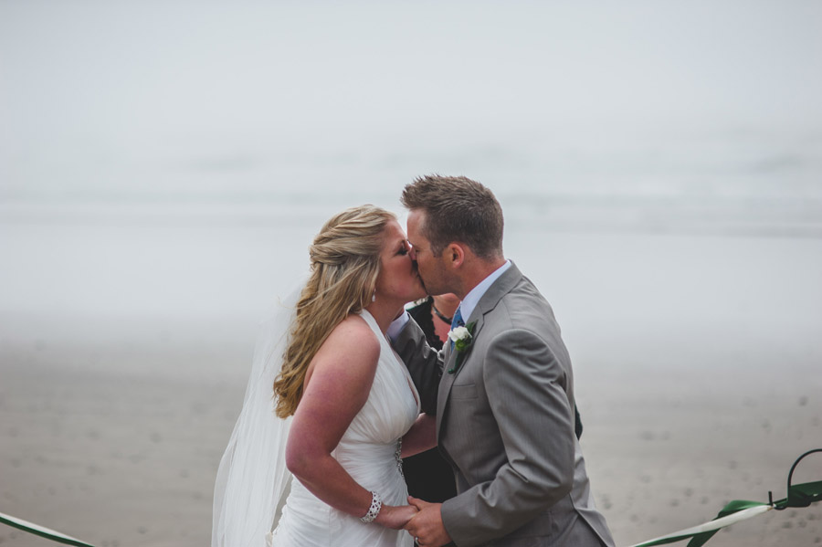 arch cape wedding first kiss