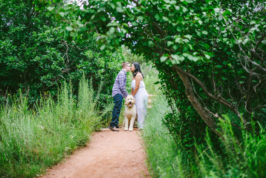 Couple poses with their dog for engagement photos in Garden of the Gods