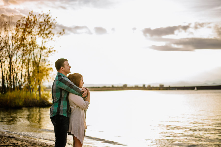 anniversary photos of couple overlooking cherry creek reservoir