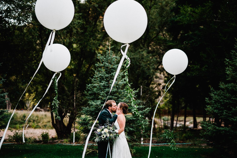 wedding photos at the river bend in lyons colorado